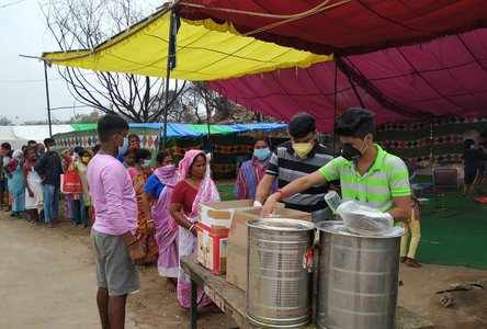 Distributing cooked food parcels